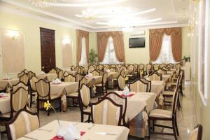 A restaurant or other place to eat at Kleopatra VIP hotel