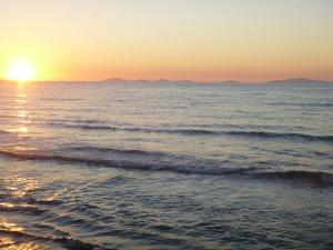 Вид на восход или закат из кемпинга или места поблизости
