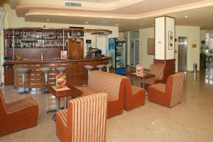 The lounge or bar area at Hotel Veris