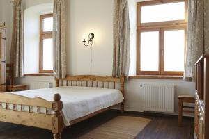 A bed or beds in a room at Napfenyes Vendeghaz