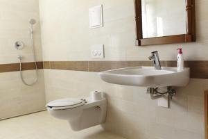 A bathroom at Napfenyes Vendeghaz
