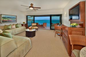 A seating area at Napili Kai Beach Resort