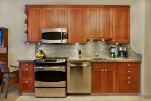 A kitchen or kitchenette at Napili Kai Beach Resort