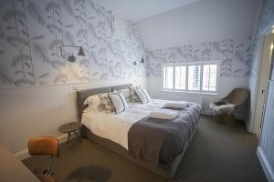 A bed or beds in a room at Timbrell's Yard
