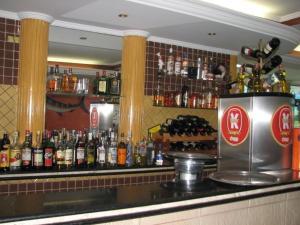O lounge ou bar de Astúrias Praia Hotel