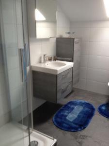 Ein Badezimmer in der Unterkunft Staldenried Ferienwohnung