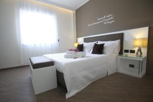 A bed or beds in a room at L`essenza B&B
