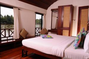 A bed or beds in a room at Xandari Riverscapes