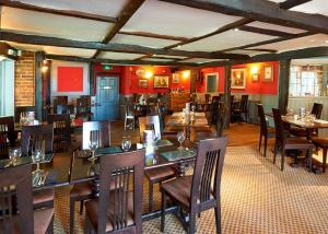 A restaurant or other place to eat at Camden Arms Hotel