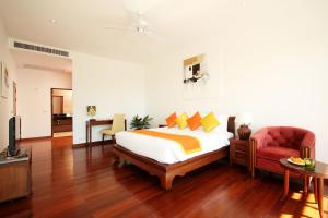 A bed or beds in a room at Kamala Luxury Seaview with Private Pool