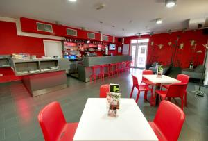 A restaurant or other place to eat at MC Hostel Brezice