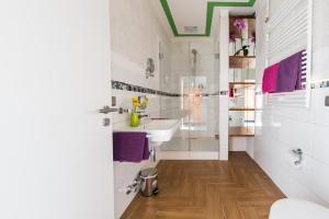 A bathroom at Hotel Weitblick Bielefeld