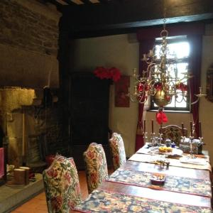 A restaurant or other place to eat at Le Manoir du Jardin