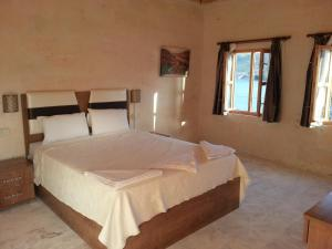 A bed or beds in a room at Sahan Tas Konak Hotel