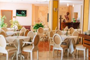 A restaurant or other place to eat at Sar'Otel Boutique Hotel