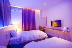 A bed or beds in a room at Yung An Business Hotel