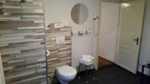 A bathroom at Gasterij de Poort