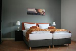 A bed or beds in a room at Apartmenthaus Unterwegs