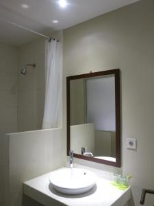 A bathroom at Hart Hotel