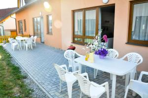 A porch or other outdoor area at Rekreace na Lipně