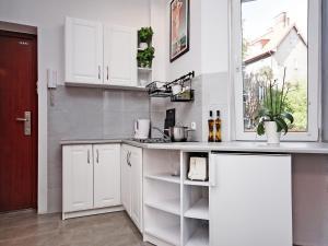 A kitchen or kitchenette at Sopot Comfy Apartment SA