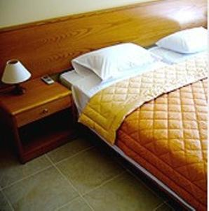 Кровать или кровати в номере Eos Studios