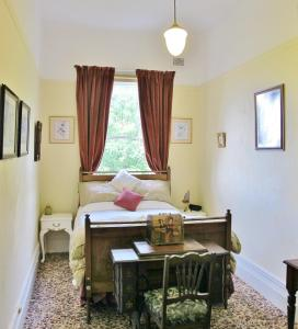 A bed or beds in a room at Edwardia Short-Stay