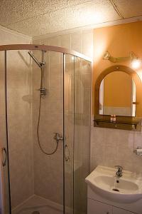 A bathroom at Hotel-Penzion Johanka