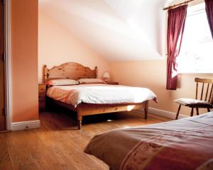 A bed or beds in a room at Slieve League Lodge