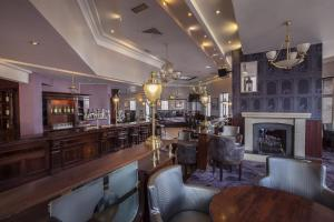 The lounge or bar area at Midleton Park Hotel