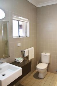 A bathroom at Imperial Motel