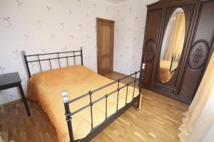 Кровать или кровати в номере 2-rooms Apartment in centre