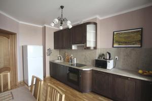 Кухня или мини-кухня в 2-rooms Apartment in centre