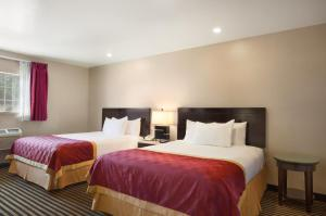 A bed or beds in a room at Ramada by Wyndham Marina del Rey