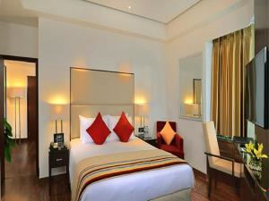 A bed or beds in a room at Park Plaza Chandigarh Zirakpur