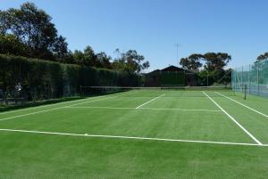 Tennis and/or squash facilities at Barwon Valley Lodge or nearby