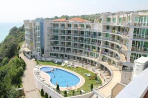 A view of the pool at Silver Beach Apart Complex or nearby