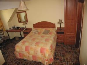 A bed or beds in a room at Kinvara Inn B&B