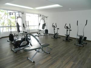 The fitness center and/or fitness facilities at ITSAHOME Apartments Torre Seis