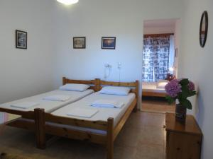 A bed or beds in a room at Panagiotis Apostoloudias Rooms