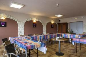 Restaurant ou autre lieu de restauration dans l'établissement authentic by balladins Valenciennes Aéroport