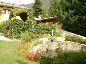 Ein Garten an der Unterkunft Chambres D'Hotes Nuits De Reve