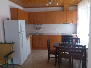 A kitchen or kitchenette at Holiday Home Okka By