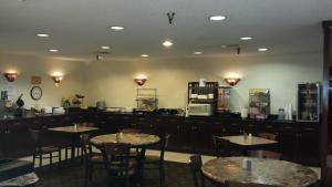 A restaurant or other place to eat at Ramada by Wyndham Bettendorf