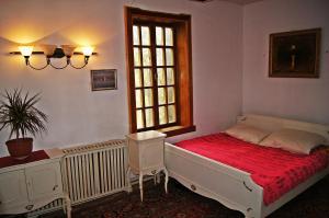 Кровать или кровати в номере Апартаменты у озера