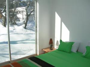 A bed or beds in a room at Cabañas Ecobox Andino