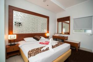 A bed or beds in a room at Samsara Inn
