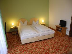 Кровать или кровати в номере Hotel Restaurant Schachener Hof