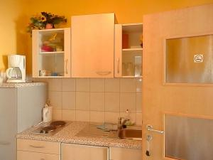 A kitchen or kitchenette at Gästezimmer / Weingut Peter