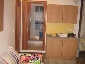 A kitchen or kitchenette at Flat in Milan 3